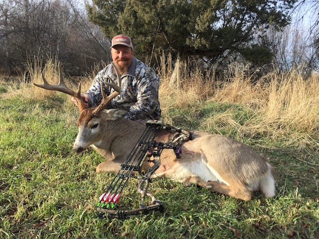 Bob Morton 2016 whitetail. Hoyt bow Magnus head