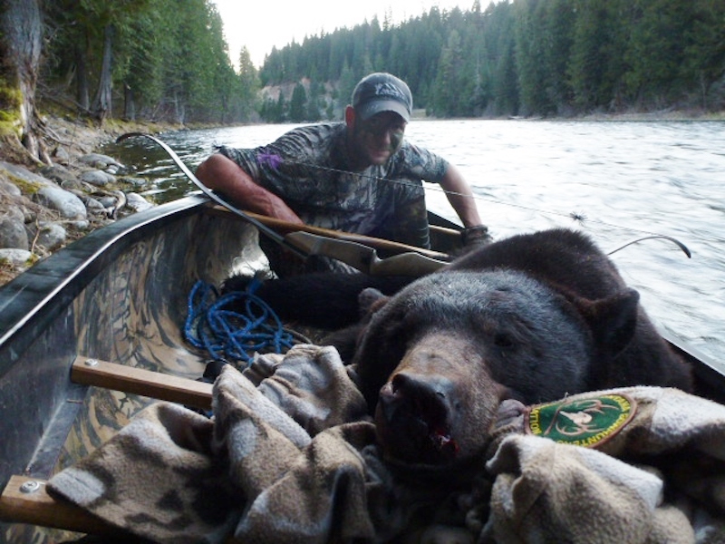 Chris Blaskowski Idaho black bear taken with Old Faithful recurve